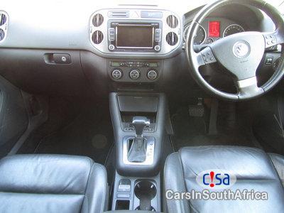 Volkswagen Tiguan 2.0 TDI Sport Style 4m TPI Automatic 2009 - image 8