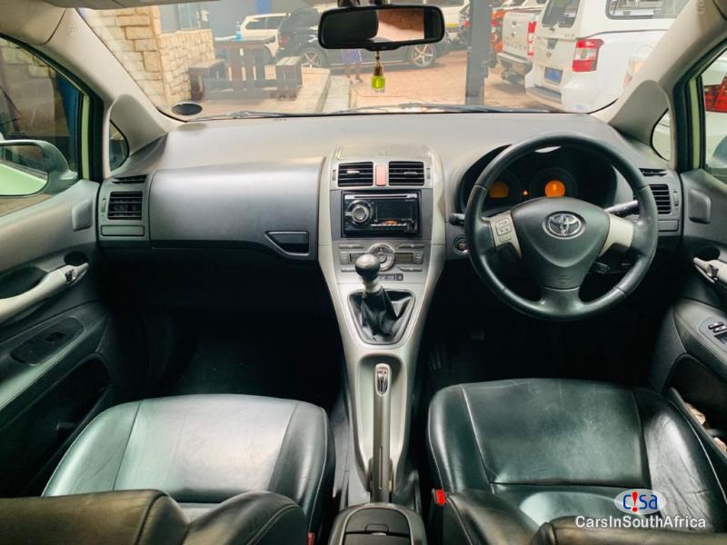 Toyota Auris 200D RX Manual 2009 - image 8