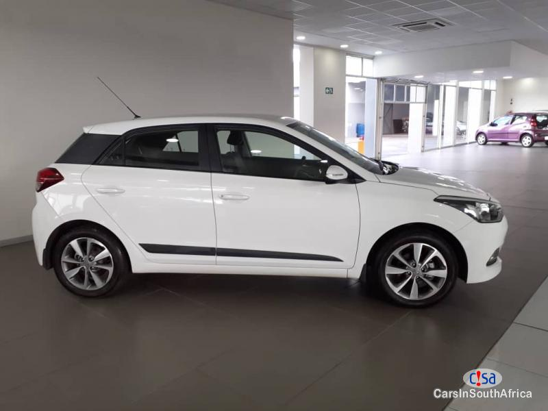 Pictures of Hyundai i20 1.4 Fluid Manual 2017