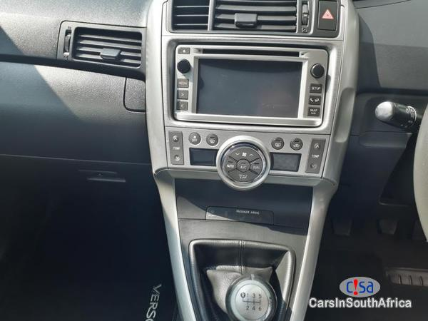 Toyota Verso Manual 2012 - image 6