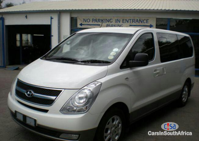 Pictures of Hyundai H-1 2.5 Automatic 2015