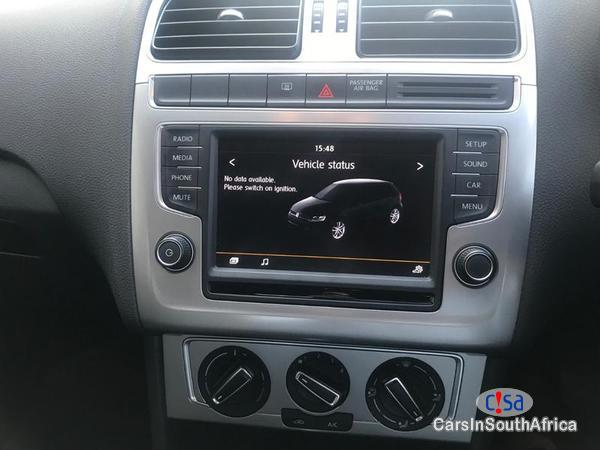 Volkswagen Polo Automatic 2016 - image 7