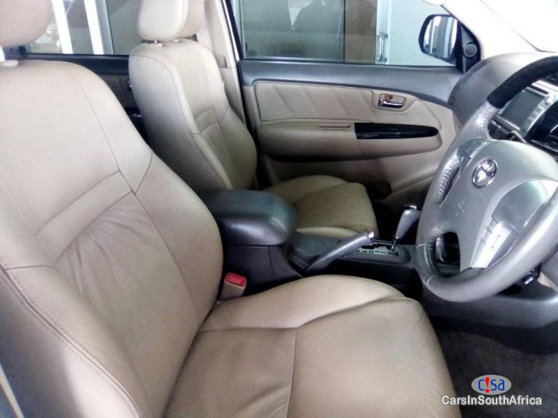 Toyota Fortuner 3.0 Automatic 2012 - image 6