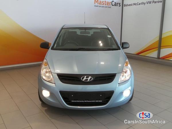Hyundai i20 Manual 2011 - image 2