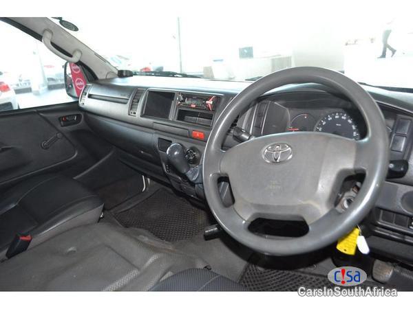 Toyota Quantum Manual 2015 - image 9