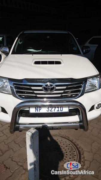 Picture of Toyota Hilux White Manual 2015