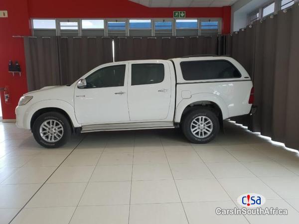 Toyota Hilux Automatic 2014 - image 4