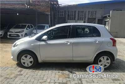 Pictures of Toyota Yaris 1.3 Manual 2011