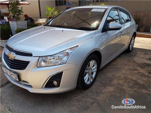 Pictures of Chevrolet Cruze Hatch 1.6 LS Manual 2013