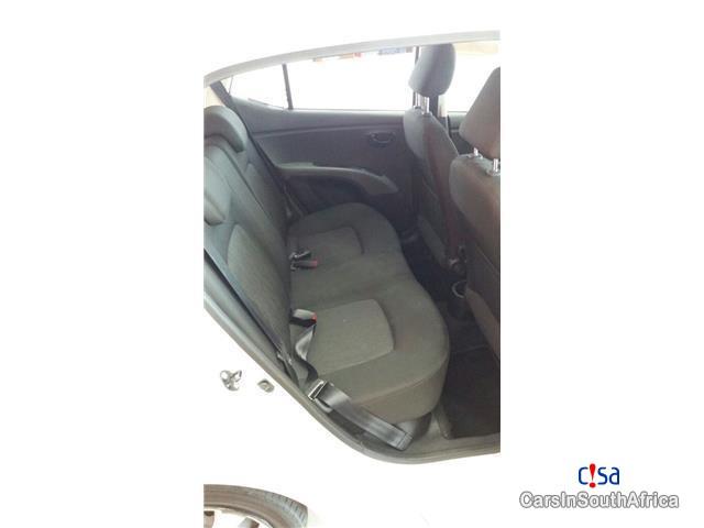 Hyundai i10 1.1 GLS Manual 2014 in Western Cape - image