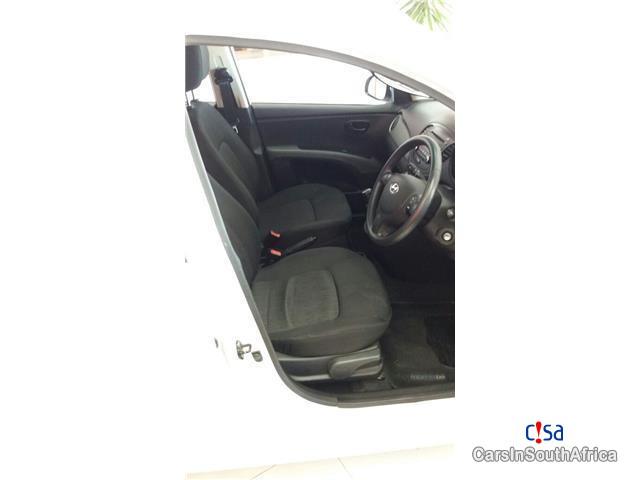 Hyundai i10 1.1 GLS Manual 2014 in South Africa - image